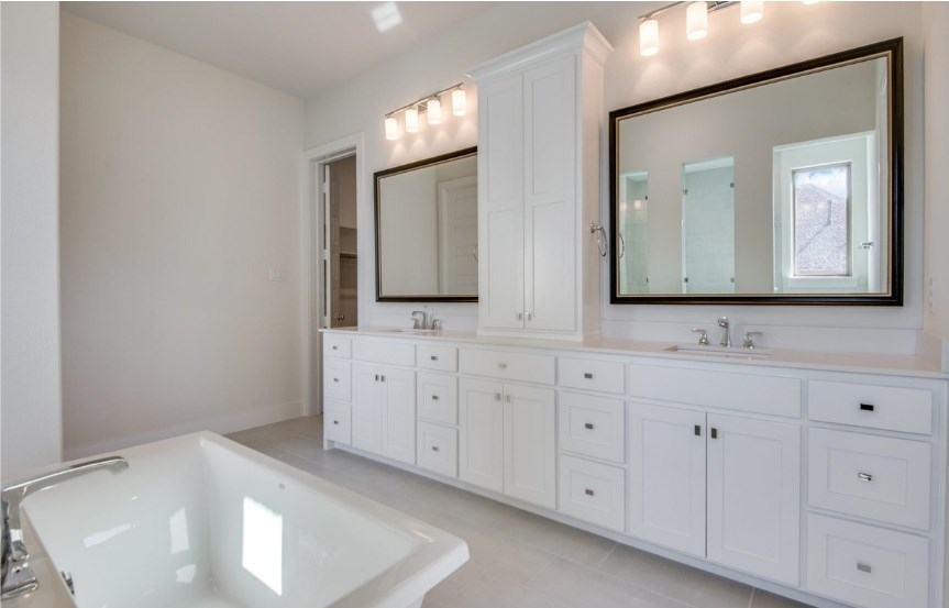 Southgate-Homes-The-Grove-Frisco-Plan-Montgomery-Master-Bath-2.jpg
