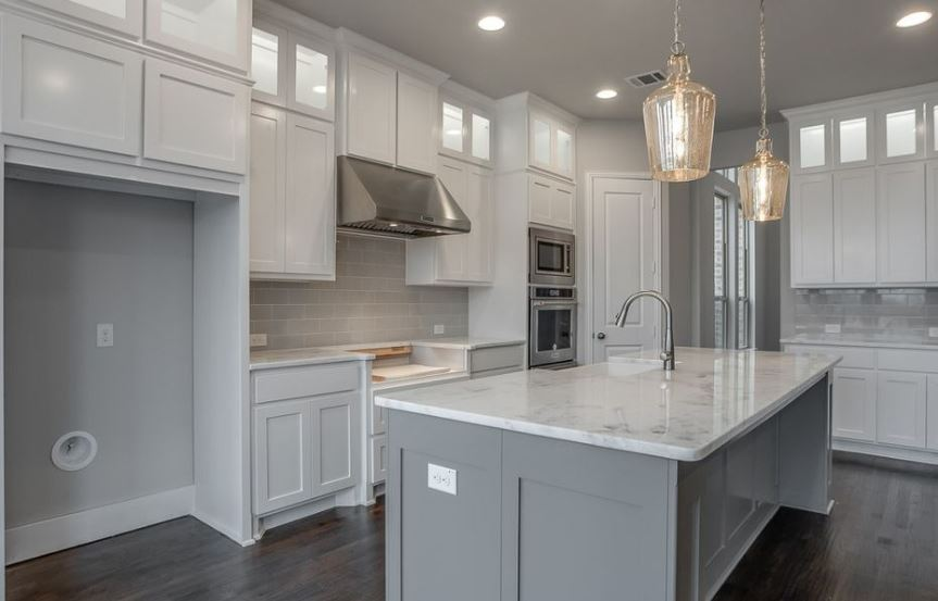 American-Legend-Homes-The-Grove-Frisco-Plan-631-Kitchen-3.jpg