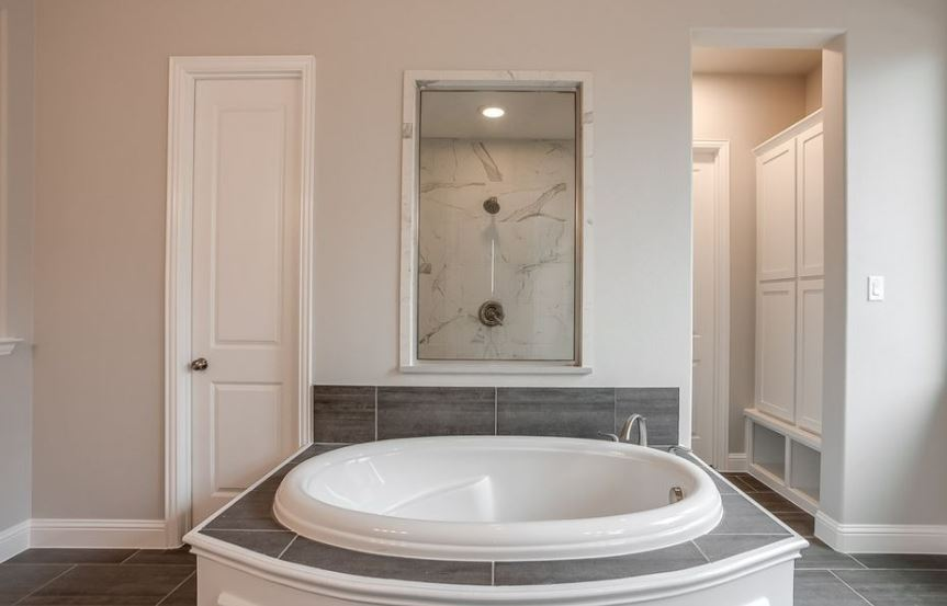 American-Legend-Homes-The-Grove-Frisco-Plan-631-Master-Bathroom-2.jpg
